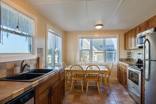 Beach House 380 kitchen