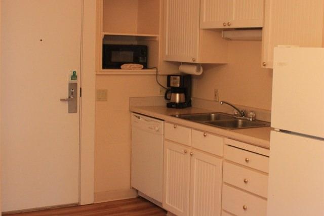 Beach House 388 Kitchen