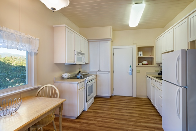 Beach House 388 Kitchen 640x427