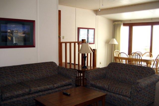 Beach House 388 Living& Dining Room