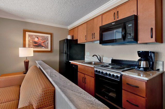 CB-oceanfront-studio-kitchen-640x425