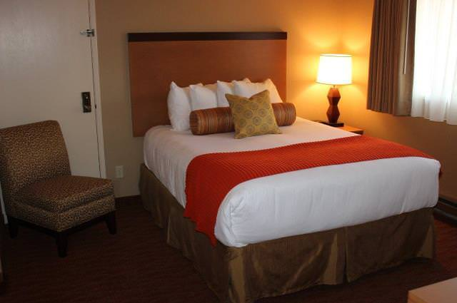 CB-queen bedroom