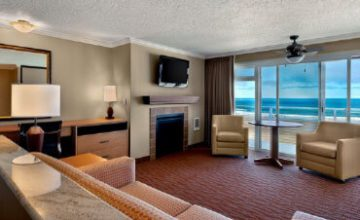 <em>Oceanfront</em> Rooms &#038; Suites