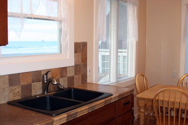 Cannon Beach Cabin 380_kitchen