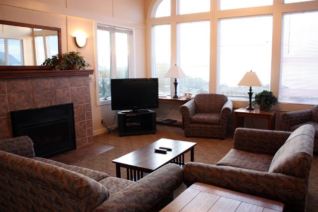 Cannon Beach Cabin 380_living-room