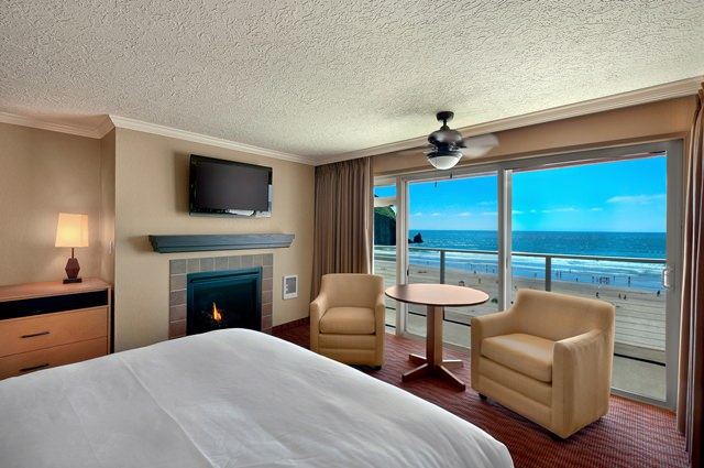 Cannon-Beach-OceanfrontQueen-640x425