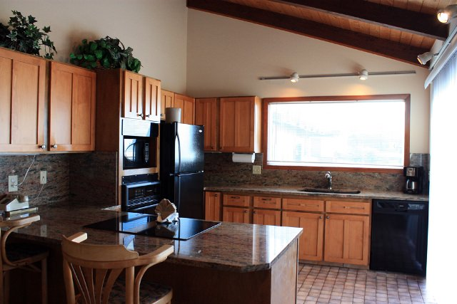 Cannon Beach Vacation Rental Kitchen 301