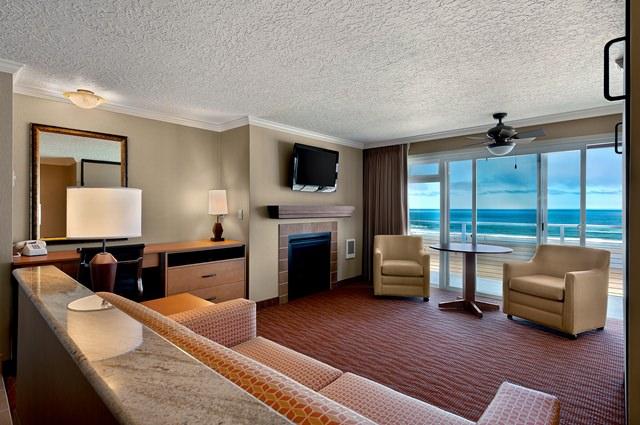 Cannon-Beach-oceanfront-studio-kitchen-640x425