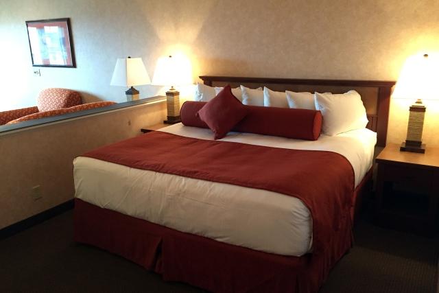 Hallmark Suites - Bed