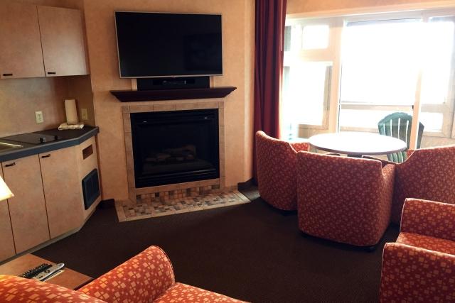 Hallmark Suites - Fireplace
