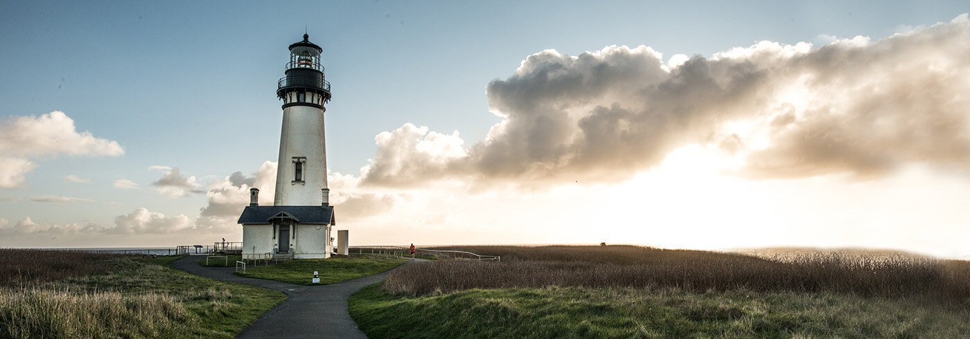 Yaquina Bay Lighthouse near sunset