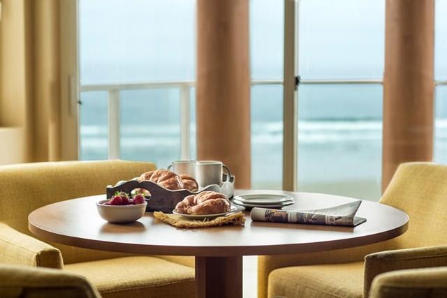Newport Hotel Breakfast Table