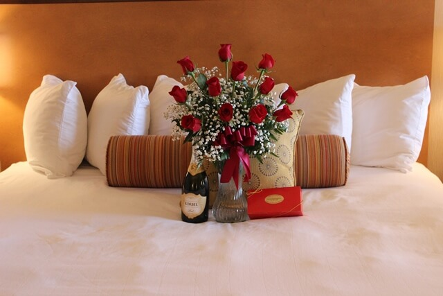 Newport Champagne Roses Package