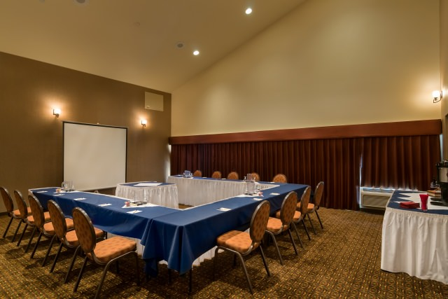 Medium-sized event room at Hallmark Resorts Newport
