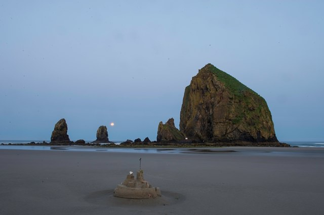 sandcastle_and_haystack