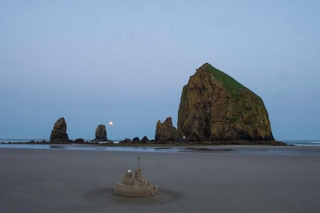sandcastle_and_haystack